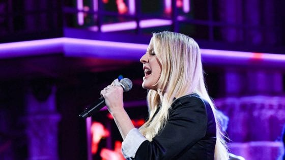 "Ellie Goulding: la sua ""Close to Me"" al Late Show"