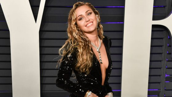 "Il nuovo album di Miley Cyrus è ""She is Coming"""