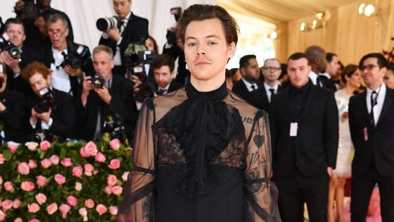 Harry Styles ha suonato con Mark Ronson al Met Gala 2019: il video