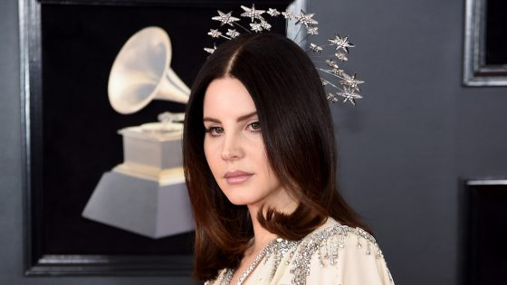 """Looking for America"": il brano di Lana del Rey dopo le stragi in USA"