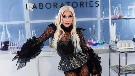 "Lady Gaga lancia la sua linea beauty ""Haus Laboratories"""