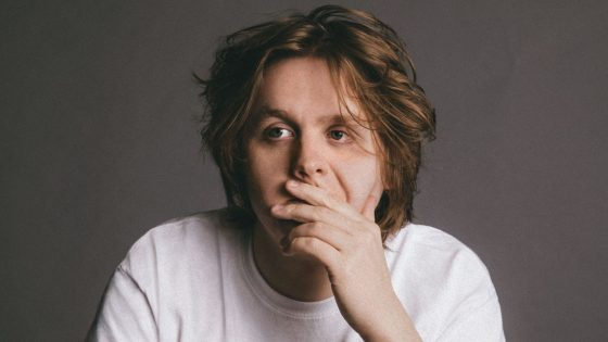 Lewis Capaldi: guarda qui la nostra video intervista