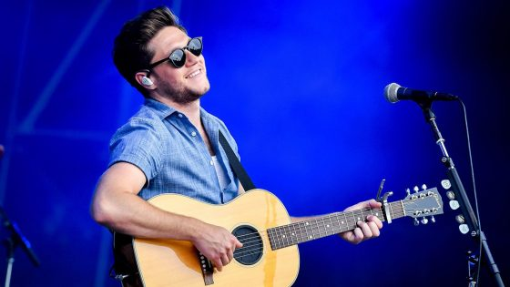 "Niall Horan ha reinterpretato ""When the Party's Over"" di Billie Eilish"